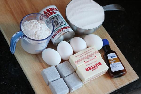 Bột làm kem là một trong những nguyên liệu làm kem cơ bản.